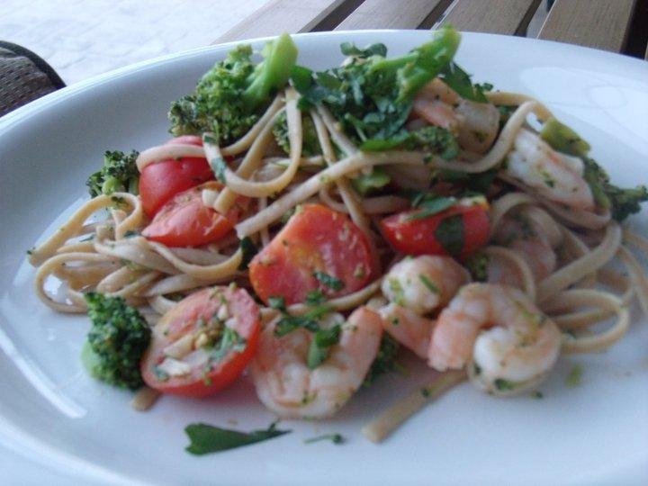 Shrimp broccoli scampi with linguini
